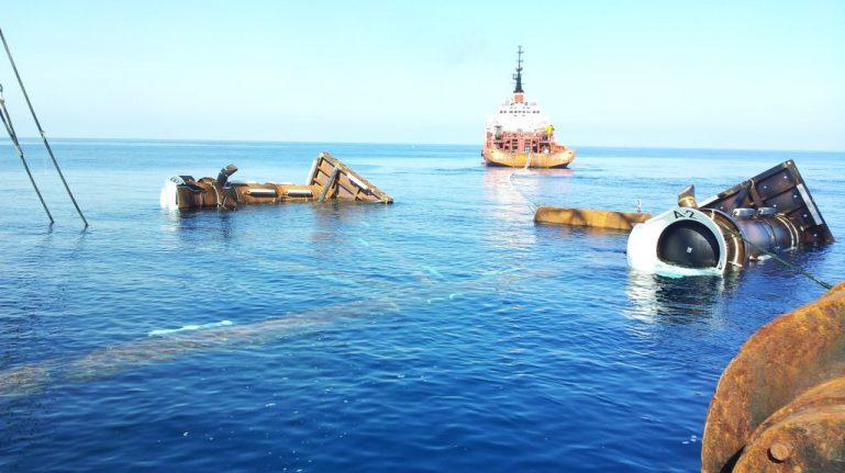 Positioning jacket campo pozzi off-shore dell'alto Adriatico